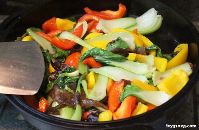 黑木耳炒彩椒 | 大古鐵器 | 鑄鐵鍋料理 | 有好鍋萬事足 | 隨時在餐桌上有美味料理
